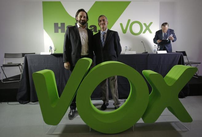 Santiago Abascal y José Antonio Ortega Lara, en la presentación de...