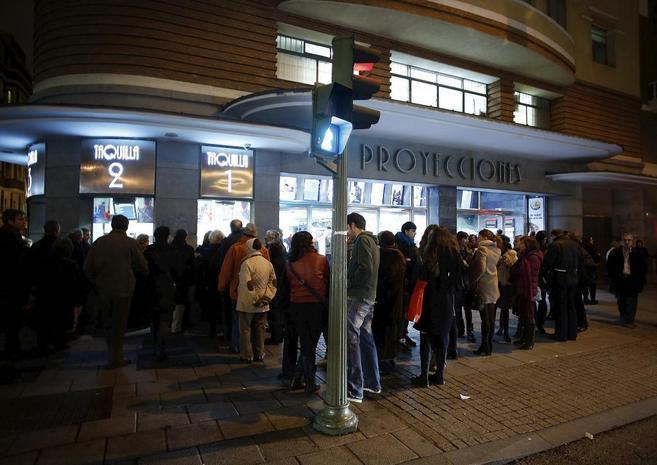Colas en el cine Proyecciones de Madrid, ayer.