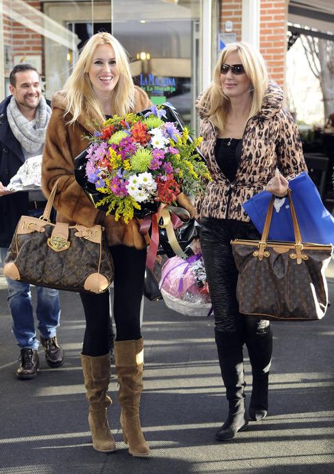 La actriz Carolina Cerezuela y su madre posan juntas con idénticos...