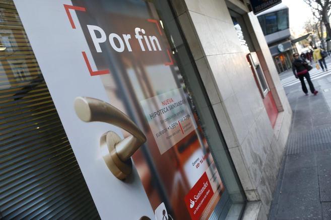 Oficina del Banco Santander, en la que anuncia su nueva hipoteca...