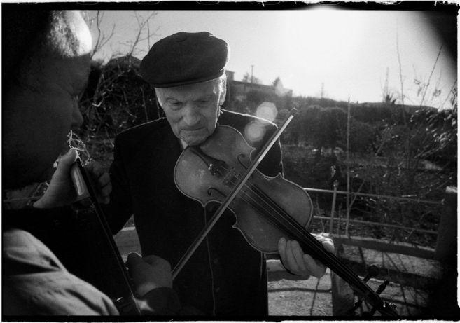 Doroteo Hidalgo, violinista autodidacto de la aldea de Charilla...