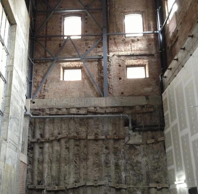 Hueco en el que debería estar construido el teatro principal del...