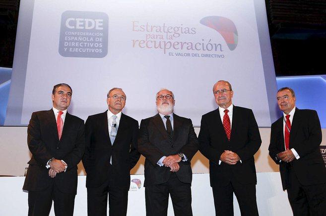 Elías Bendodo, junto al ministro Arias Cañete y el alcalde en una...