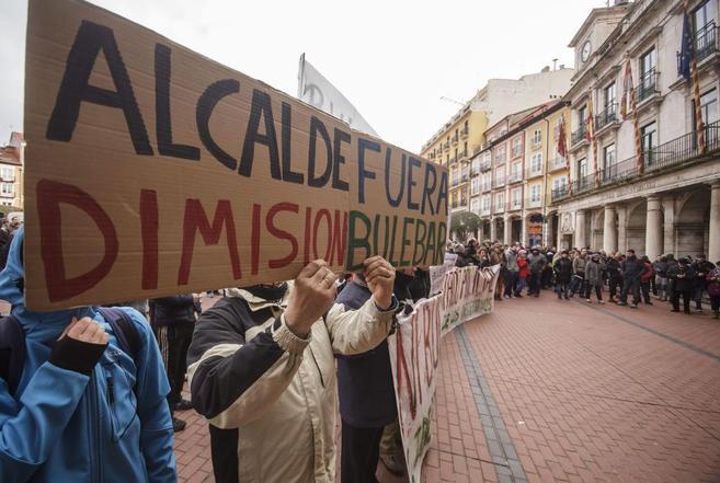 Vecinos de Burgos piden la dimisión de su alcalde.