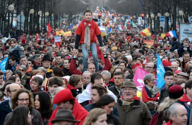 Miles de personas se manifiestan en París en defensa de la reforma de...