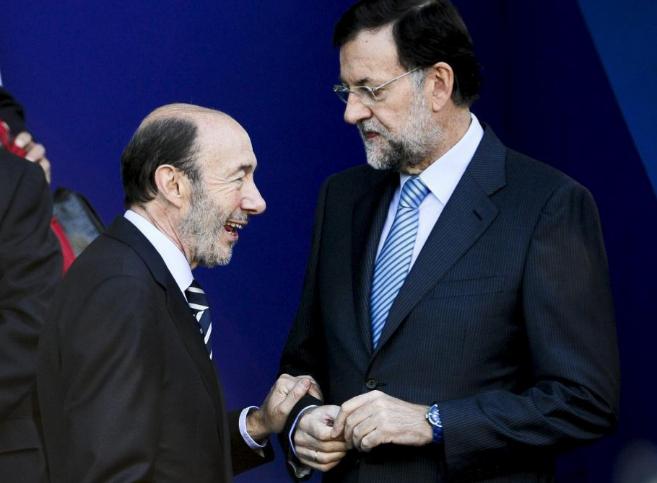 Mariano Rajoy y Alfredo Pérez Rubalcaba duante el desfile militar del...