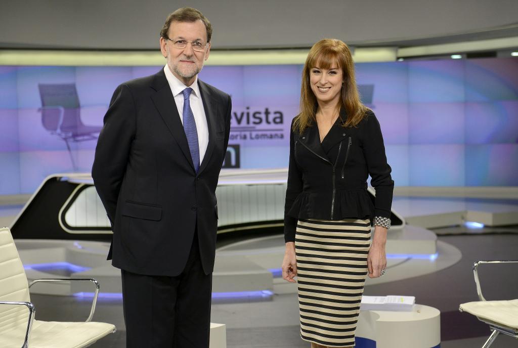 El presidente del Gobierno, Mariano Rajoy, con Gloria Lomana, en...