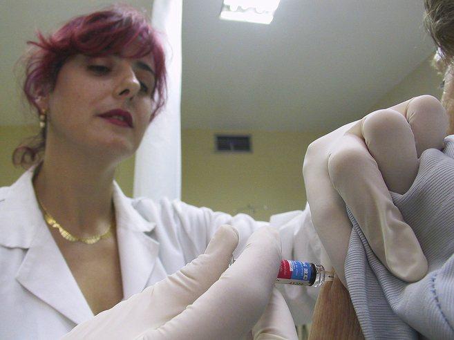 Campaña de vacunación de la gripe en un hospital de Jaén.