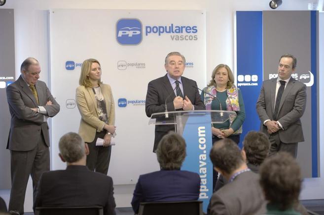 José Manuel Barreiro, y Arantza Quiroga junto a Ramón Rabanera,...