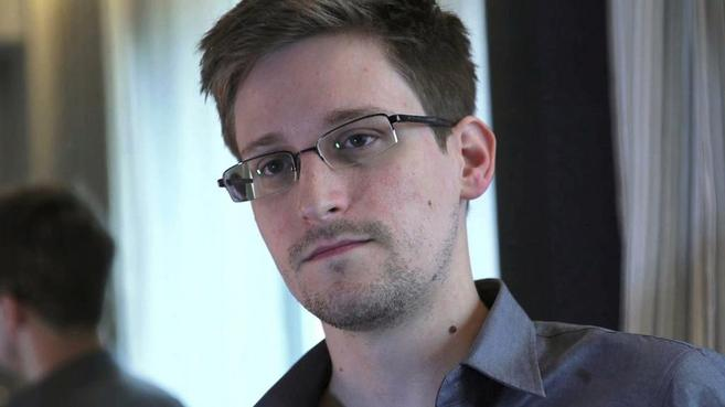 El ex analista de la CIA, Edward Snowden, durante una entrevista a...