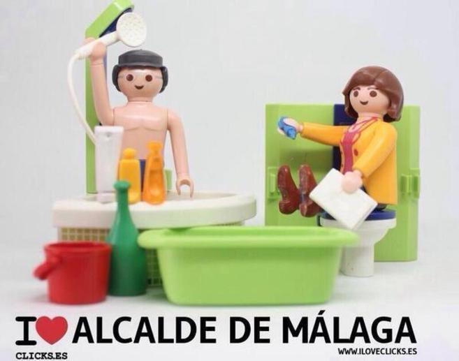 Recreación con muñecos de la prueba de la ducha del alcalde de...