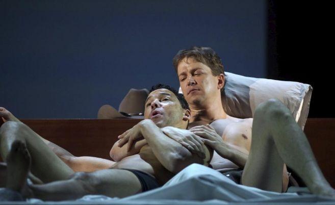 El tenor Tom Randle (izqda) y el bajo-barítono Daniel Okulitch, en...