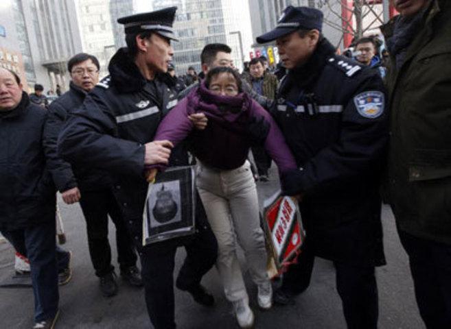 Lui Chunxia, simpatizante del partido de Xu Zhiyong, detenida durante...