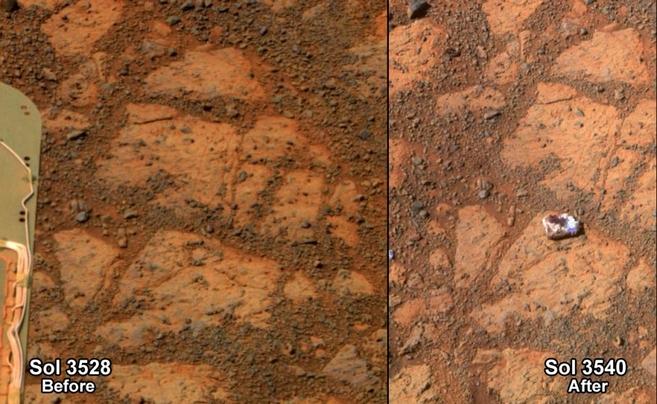 Imagen del lugar donde apareció la roca en Marte, antes y después de...
