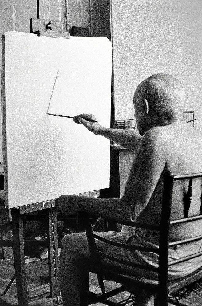 Picasso pintando.