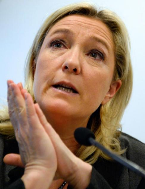 Marine Le Pen, durante la rueda de prensa en París.