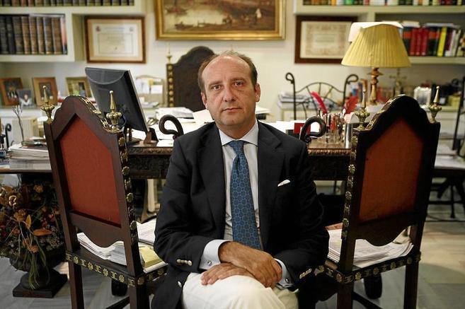El abogado Joaquín Moeckel, en su despacho de Sevilla