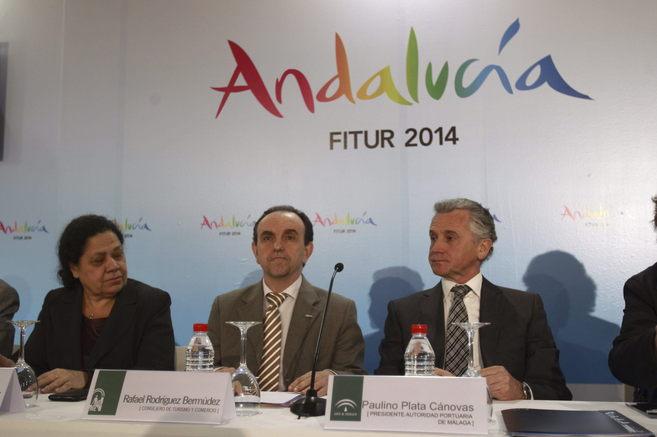 Rafael Rodríguez, con los responsables del puerto de Huelva, Manuela...