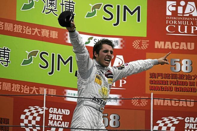 Daniel Juncadella celebra su victoria en el Gran Premio deGP de...