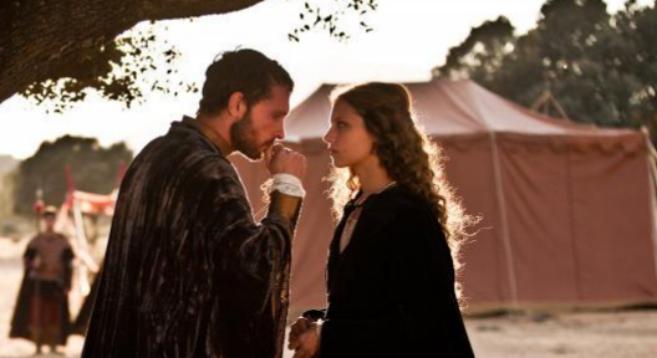 Imagen de la exitosa serie de TVE «Isabel» donde aparecen Enrique IV...