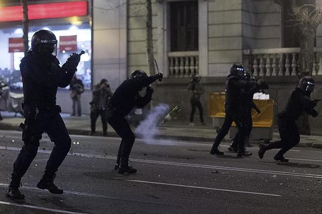 Antidisturbios durante una intervención en Madrid en apoyo a los...