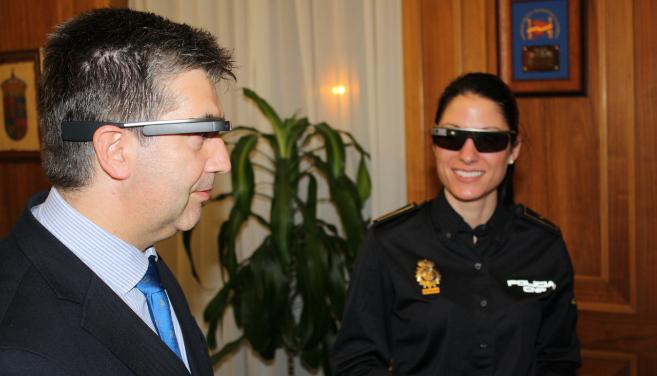 La Dirección General de la Policía explora la utilidad de las Google Glass en las patrullas policiales