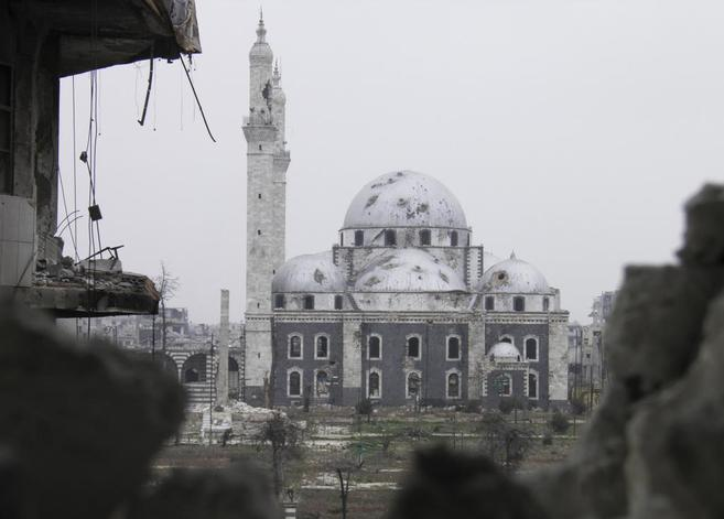 Mezquita bombardeada en Homs.