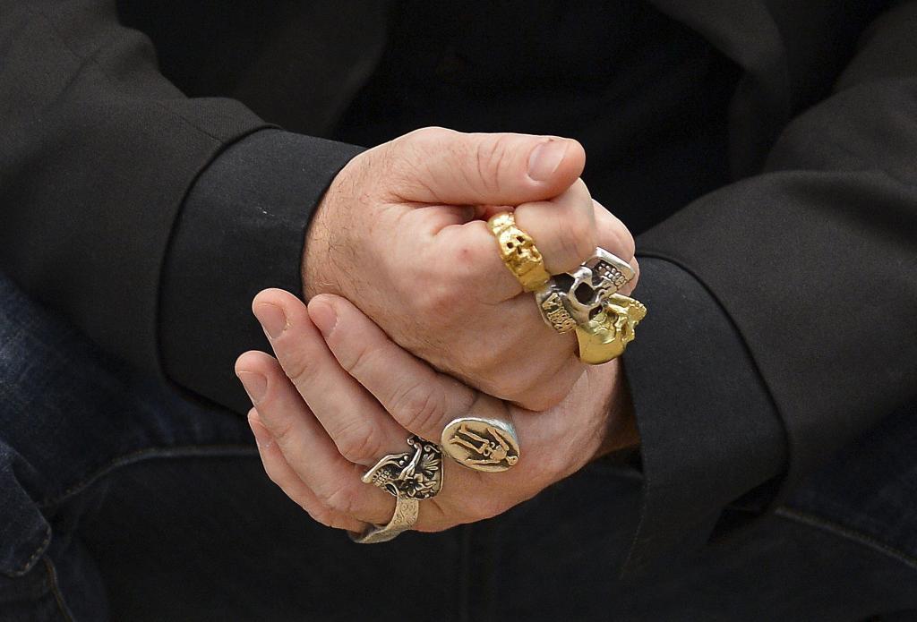 Las manos de Damian Hirst.