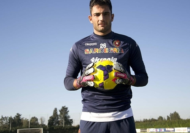 Antonio Adán durante su presentación con el Cagliari.
