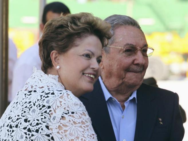 Rousseff y Castro durante la inauguración del megapuerto de El Mariel...