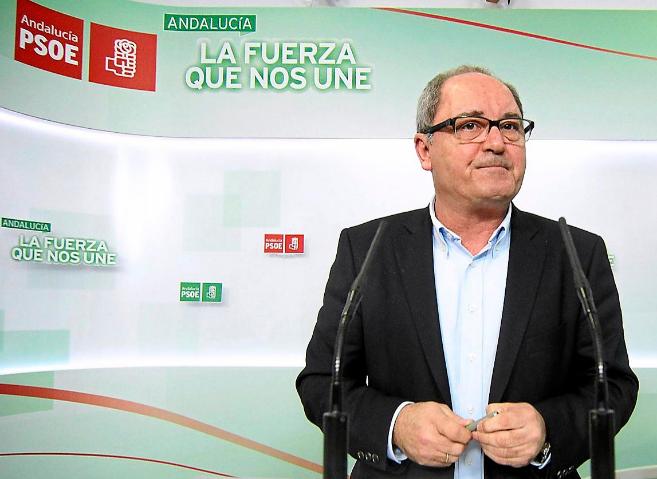 El secretario de Organización del PSOE andaluz, Juan Cornejo, ayer en...