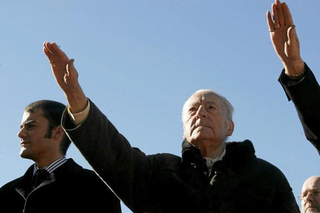 Blas Piñar, en una de sus últimas apariciones, en 2008, en la Plaza...