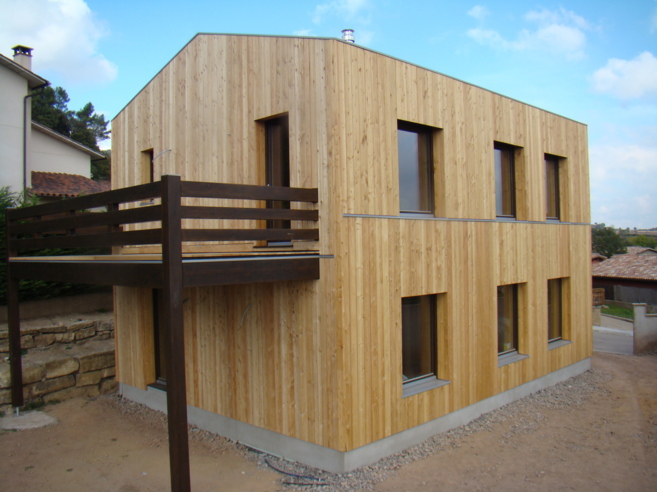 Larixhaus, la primera casa de paja prefabricada de España, está en...