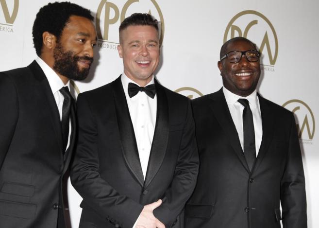 Brad Pitt junto a Steve McQueen y Chiwetel Ejiofor en la gala anual de...