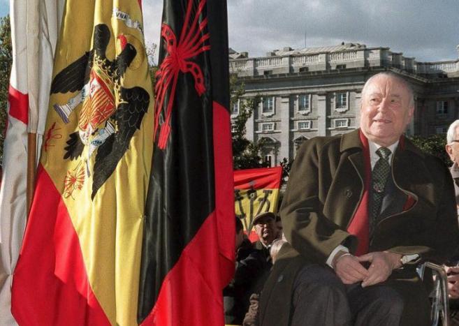 Blas Piñar, en un acto público celebrado en los años 90 en la Plaza...