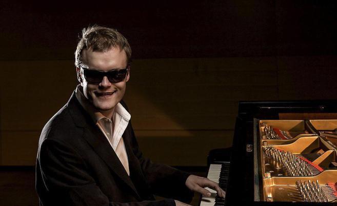 El pianista británico Derek Paravacini.