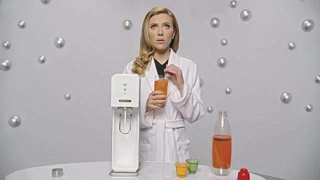 Scarlett Johansson, en un fotograma del anuncio de Soda Stream