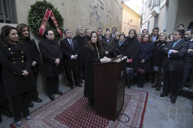 Autoridades y público asistente a la ceremonia en recuerdo de Alberto...