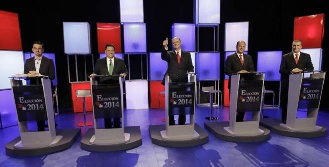 Los líderes de los principales partidos en el último debate antes de...