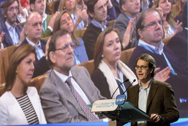 El hijo de Manuel Giménez Abad, víctima de ETA, ayer, durante un...