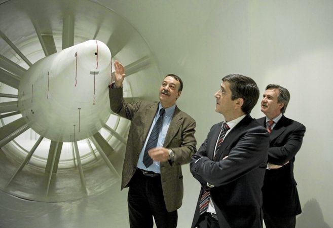Villadelprat y López, en una visita al túnel del viento de...