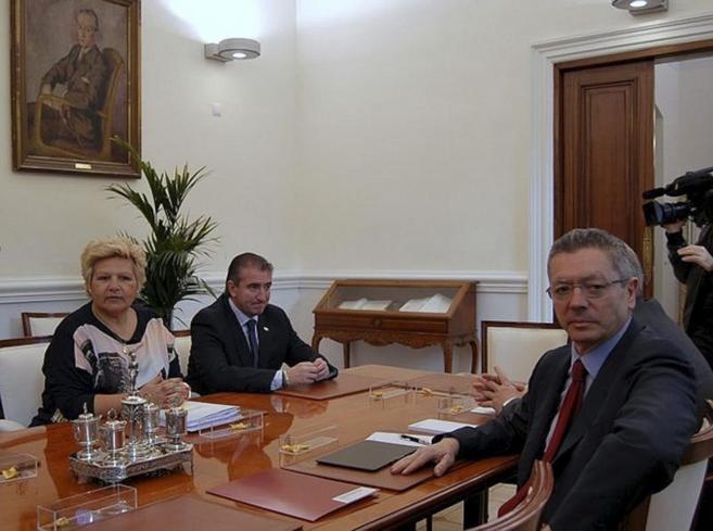 La presidenta de la AVT, Ángeles Pedraza, junto a Miguel Folguera en...