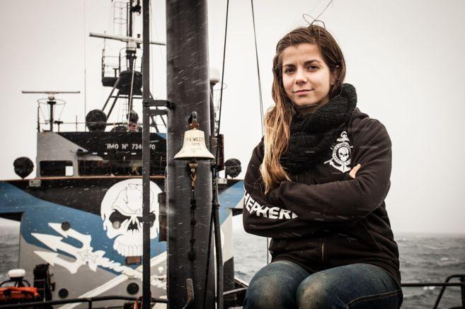 La activista de Sea Shepherd Eva Hidalgo, en el buque 'Steve...