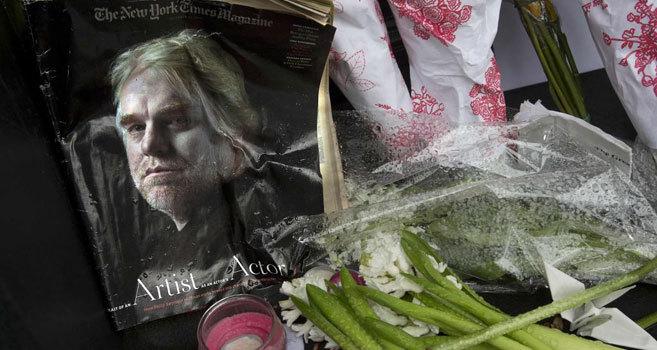 Muestras de respeto y condolencias enfrente de la casa del actor...