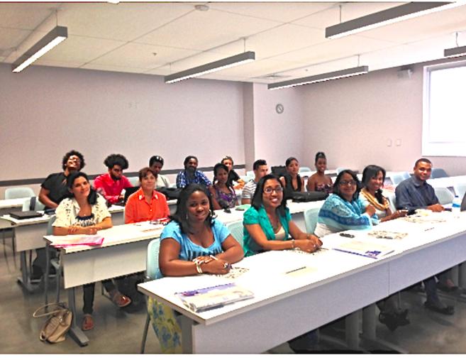 El aula, con los 15 estudiantes cubanos.
