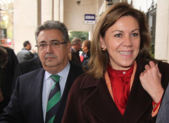 Dolores de Cospedal y Juan Ignacio Zoido, este miércoles en Sevilla.