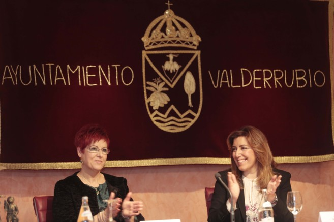 Francisca Blanco, alcaldesa de Valderrubio, junto a Susana Díaz.