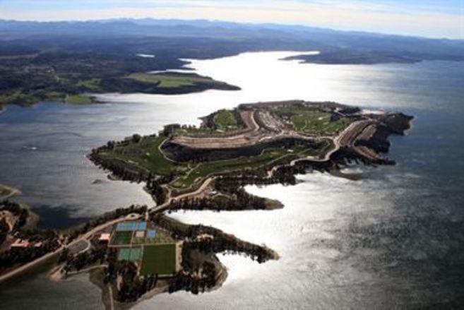 El complejo turístico Marina Isla de Valdecañas.