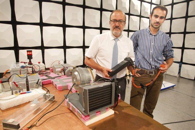 El director ejecutivo de GND, Luis Felipe Rodríguez, con el sistema...