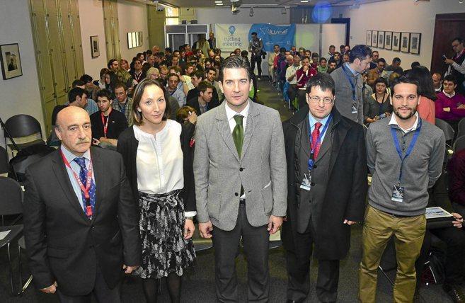 La directora de Turismo, Montserrat Jaén, junto al concejal de...